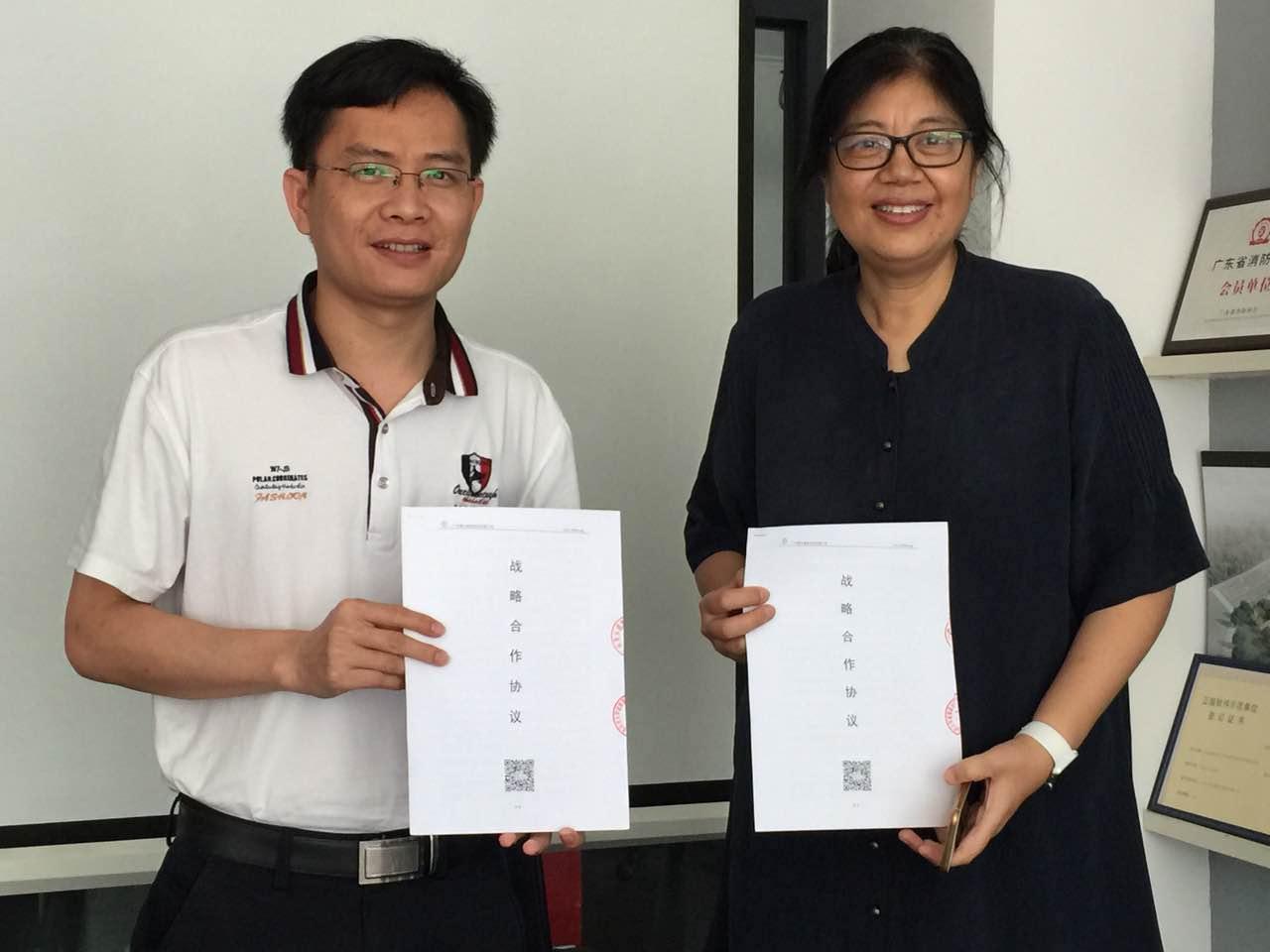 集团与西安建筑科技大学建筑设计研究珠海分院签定共同成立秉木珠海分公司